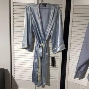 NWT Jones New York silky blue and white robe